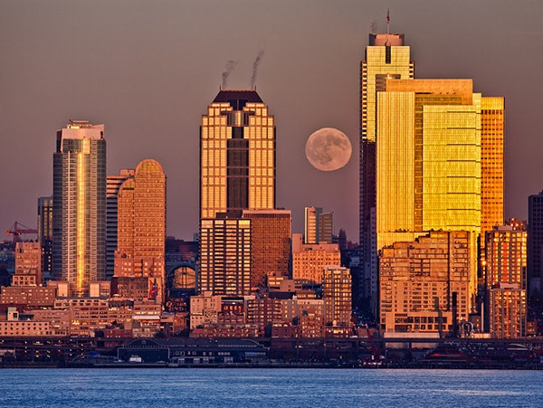 seattle_moon_skyline_yellow